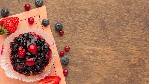 Mini tarte aux fruits avec copie-espace