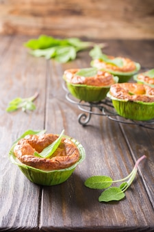 Mini-tartes au cheddar et aux poireaux