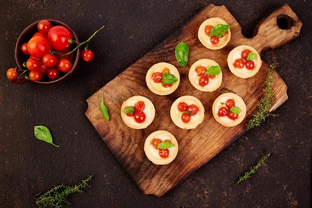 Mini tartes aux tomates cerises