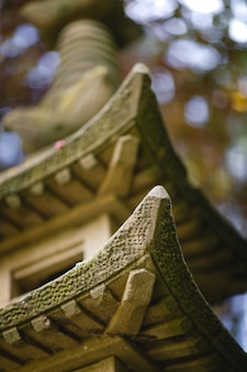 Miniature de pagode en béton brun