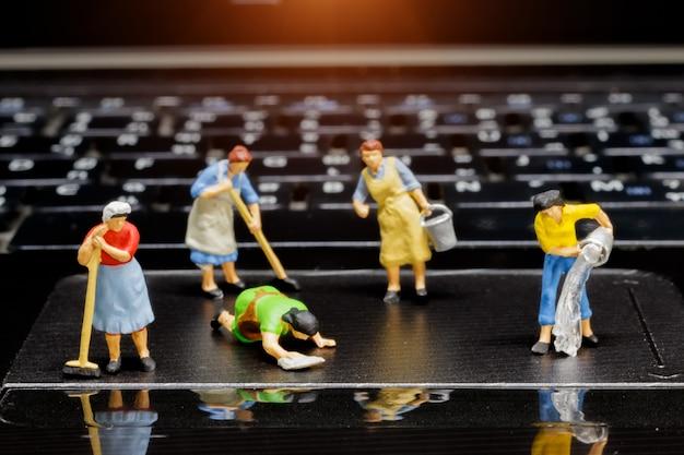 Miniature personnes cahier de nettoyage.
