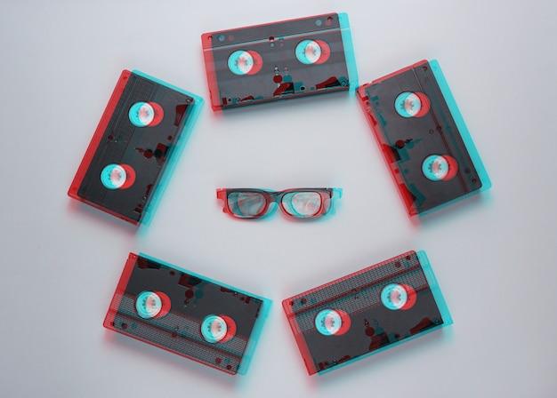 Minimalisme de style rétro. cassettes vidéo, lunettes 3d sur fond gris