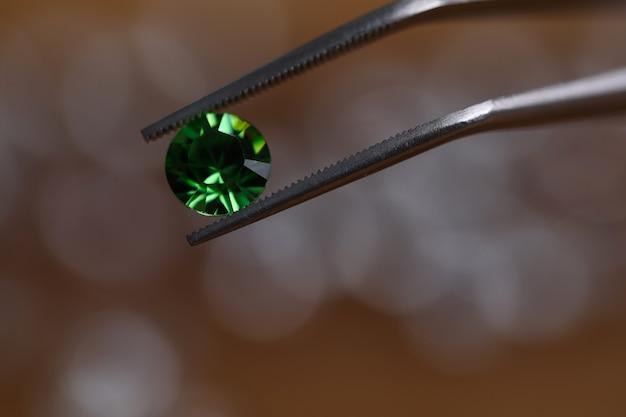 Minuscule gemme de forme ronde brillante