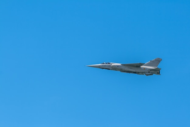 Mirage d'avion f-1