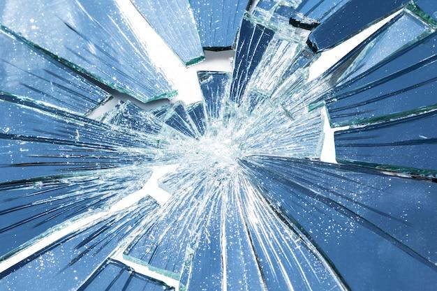 Miroir cassé en beaucoup de morceaux en beaucoup de morceaux