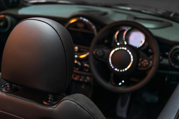 Mise au point sélective du design intérieur de la super voiture luxueuse pour le fond.