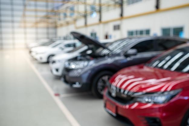 Mise au point sélective du stock de voitures colorées dans le parking, lot cars row.
