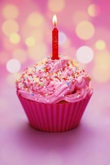 Mise au point sélective de joyeux anniversaire cupcake
