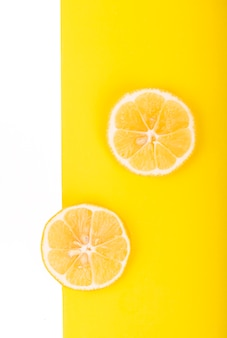Mise en page créative en citron. mise à plat. concept alimentaire.