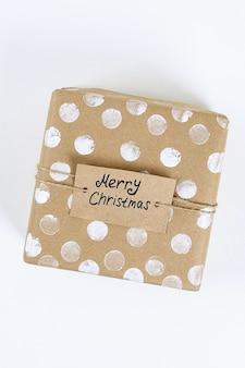 Mise en page de noël. emballage d'origine de cadeaux de bricolage