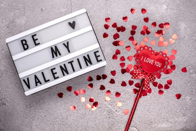Mise en page de la saint-valentin avec être mon signe de la saint-valentin avec des paillettes en forme de coeur rouge