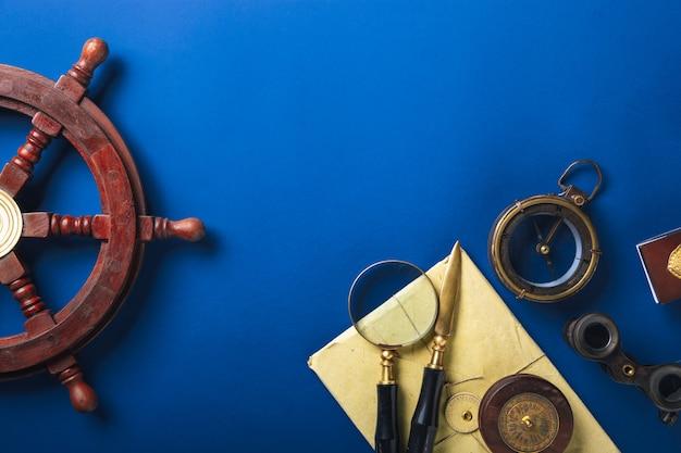 Mise à plat à l'ancienne avec des lettres accessoires d'écriture