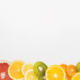 Mise à plat d'assortiment de fruits avec espace copie