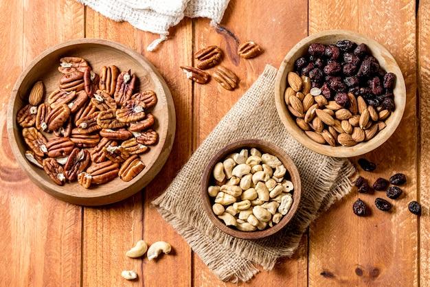 Mise à plat de bols aux noix et arachides