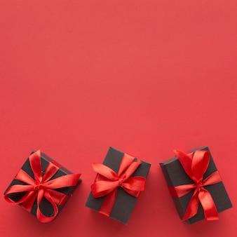 Mise à plat de cadeaux élégants avec espace copie