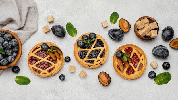 Mise à plat de délicieuses tartes aux fruits