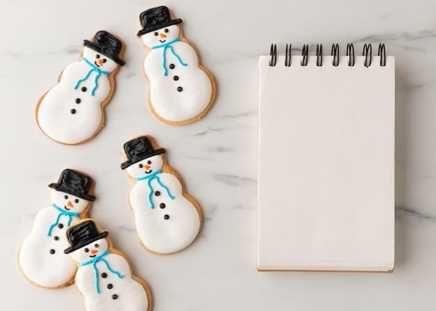 Mise à plat de délicieux cookies avec espace copie