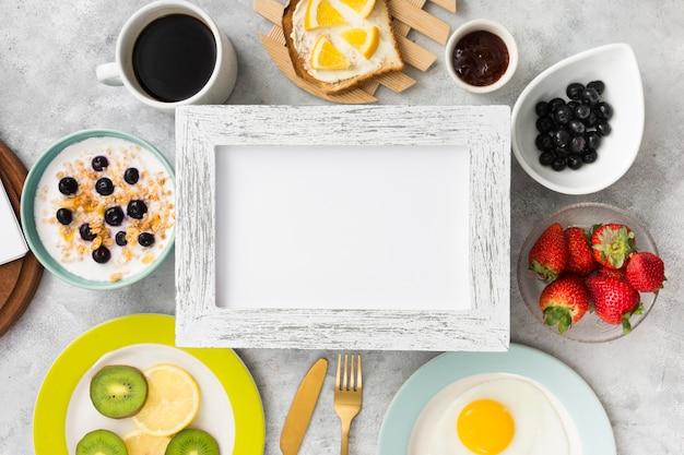 Mise à plat du concept du petit déjeuner avec espace copie