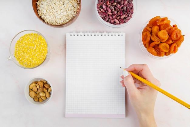 Mise à plat du concept de nourriture avec espace copie