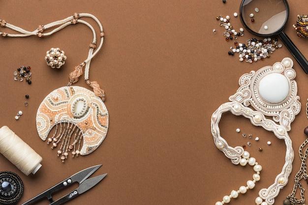 Mise à plat des éléments essentiels pour le travail des perles avec des ciseaux