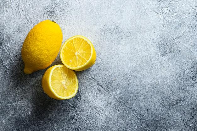 Mise à plat d'entiers et coupés en demi-citrons