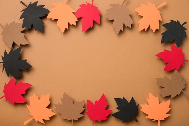 Mise à plat des feuilles d'automne avec copie espace