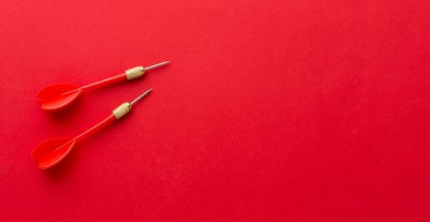 Mise à plat de fléchettes rouges avec espace copie