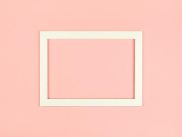 Mise à plat fond de couleur pastel avec cadre photo vide