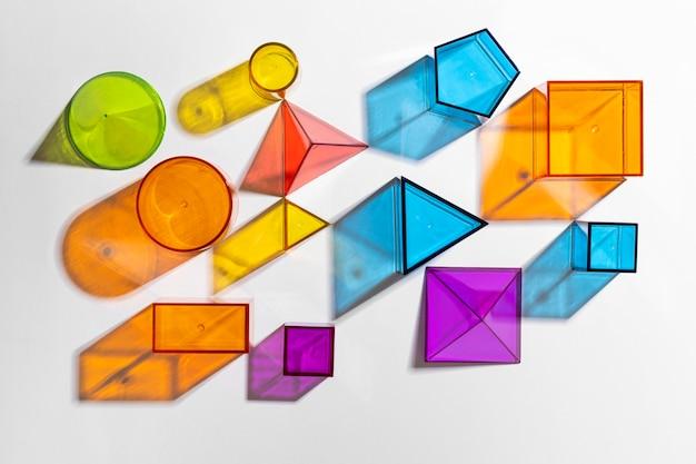 Mise à plat de formes translucides colorées
