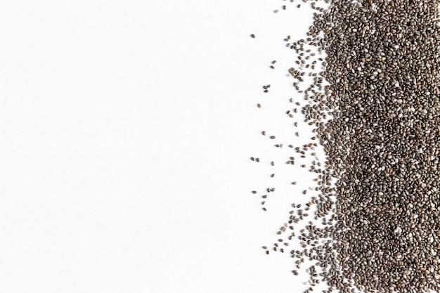Mise à plat de graines de chia avec espace copie