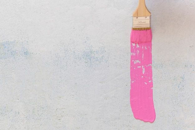 Mise à plat de pinceau rose avec espace copie