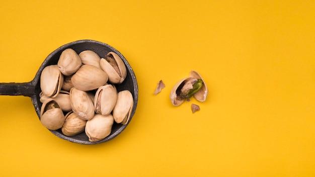 Mise à plat de pistache avec espace copie