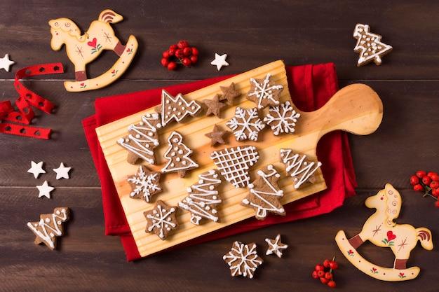 Mise à plat de la sélection de biscuits en pain d'épice