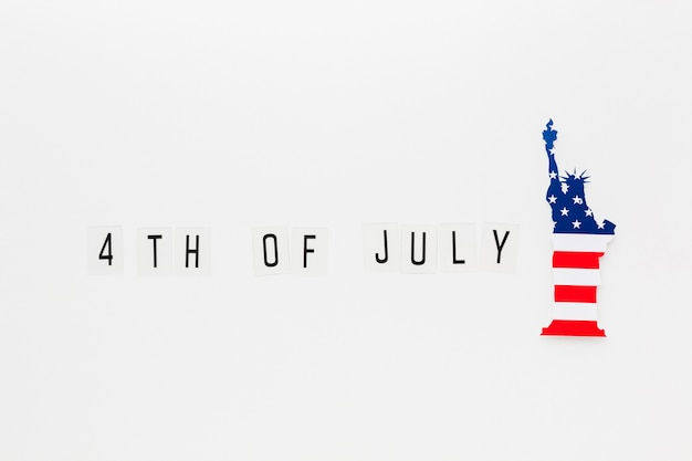 Mise à plat de la statue de la liberté avec le drapeau américain pour le jour de l'indépendance