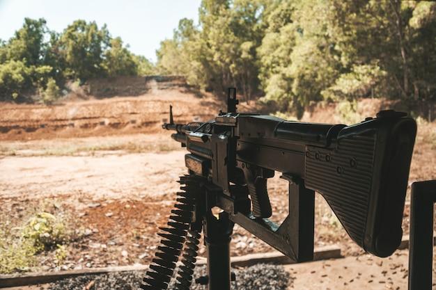 Mitrailleuse à main m60 machinegun. tunnel de cu chi, ho chi minh-ville, vietnam