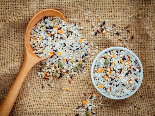 Mix multi-céréales meilleure nourriture pour une nourriture saine et propre.