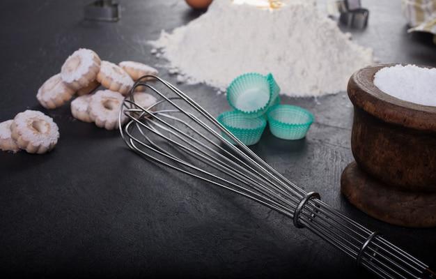 Mixeur fouet et biscuits