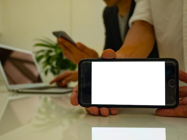 Mobile vierge pour votre massage et publicité textuelle