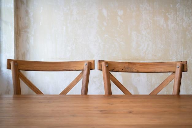 Mobilier en bois classique dans un café