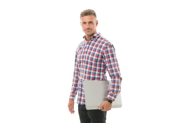 Mobilité pour une vie meilleure. bel homme tenir un ordinateur portable isolé sur blanc. ordinateur portable. ordinateur portable et ordinateur. technologie moderne. ordinateur portable pour concepteur. programmation et développement web. travail à distance. free-lance.