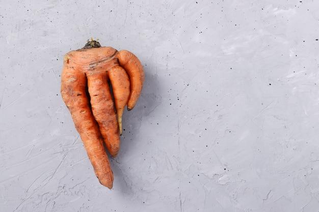 Moche carotte fraîche sur table
