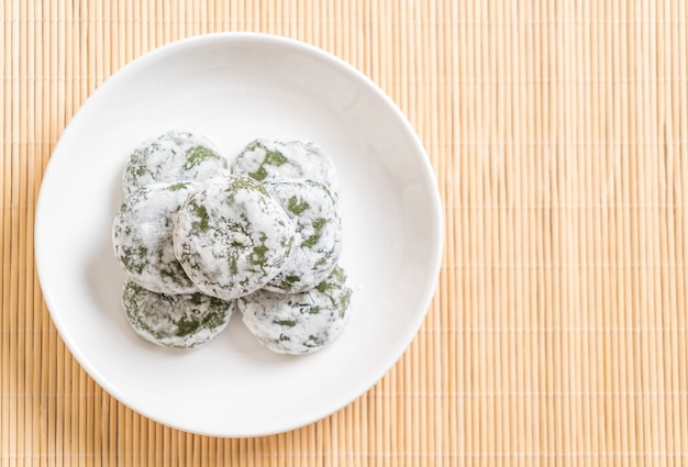 Mochi au thé vert avec haricots rouges