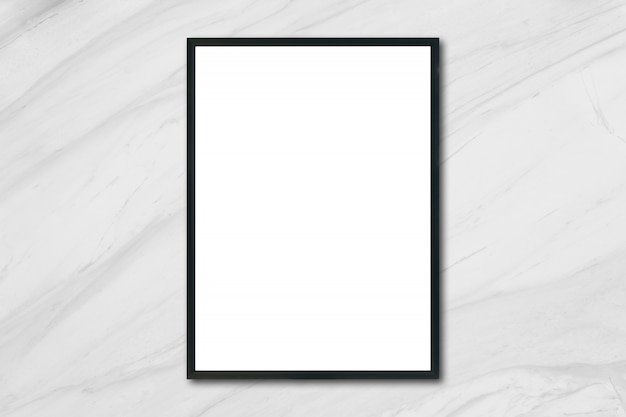 Mock up cadre photo affiche vierge suspendu sur le mur de marbre blanc dans la salle - peut être utilisé maquette pour l'affichage des produits de montage et la conception graphique de conception de conception.