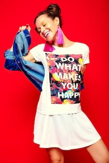Mode femme en vêtements d'été décontractés hipster