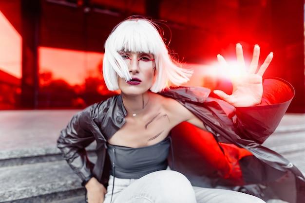 Mode futuriste. mode futuriste blonde.