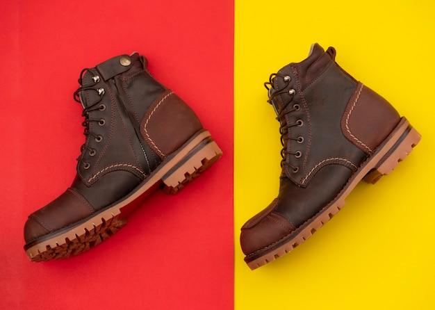 Mode homme bottes marron en cuir avec fermeture à glissière isolée. vue de dessus