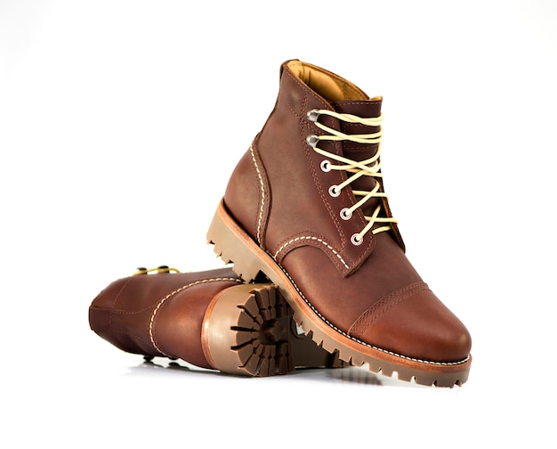 Mode homme cuir marron boot isolé