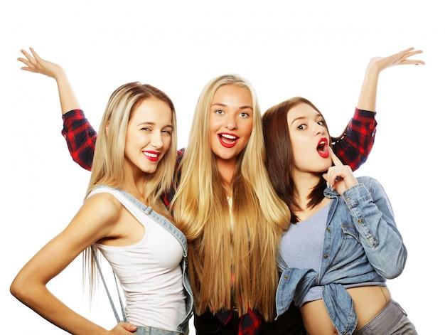 Mode portrait de trois meilleures amies élégantes filles sexy