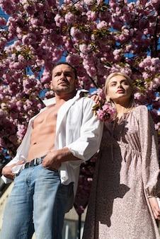 Mode printemps accessoires et vêtements de printemps beauté et mode ville mode de vie homme et femme