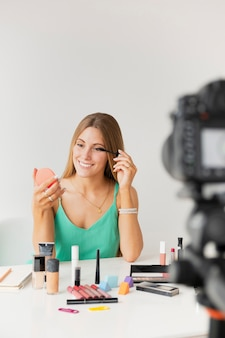 Mode de vie blogueur femelle à angle élevé